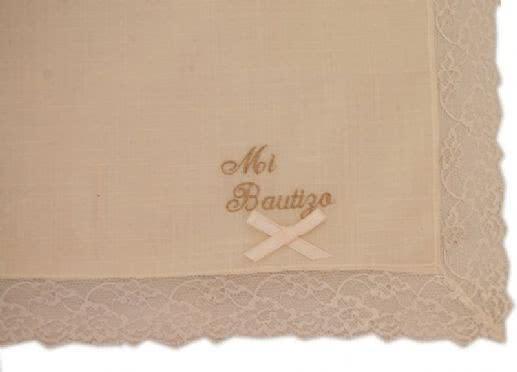 Pañuelo bordado para bautizo, cuatro colores.